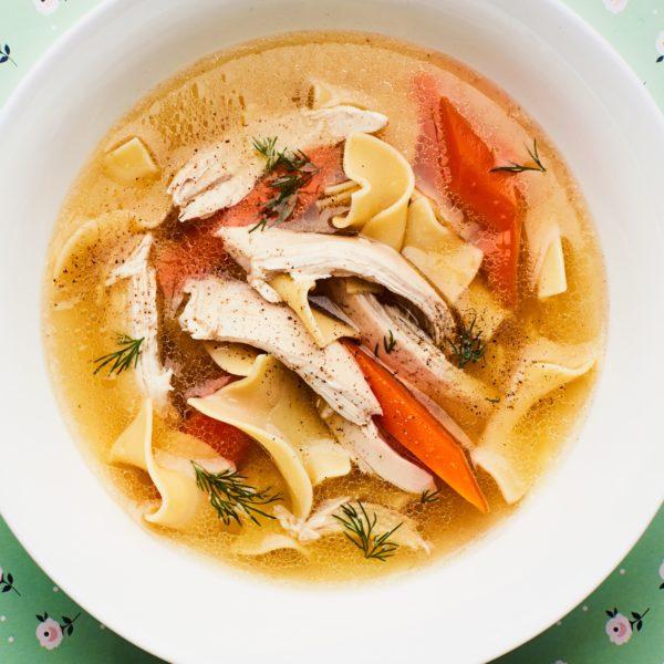 هل يساعد حساء الدجاج في محاربة نزلات البرد؟